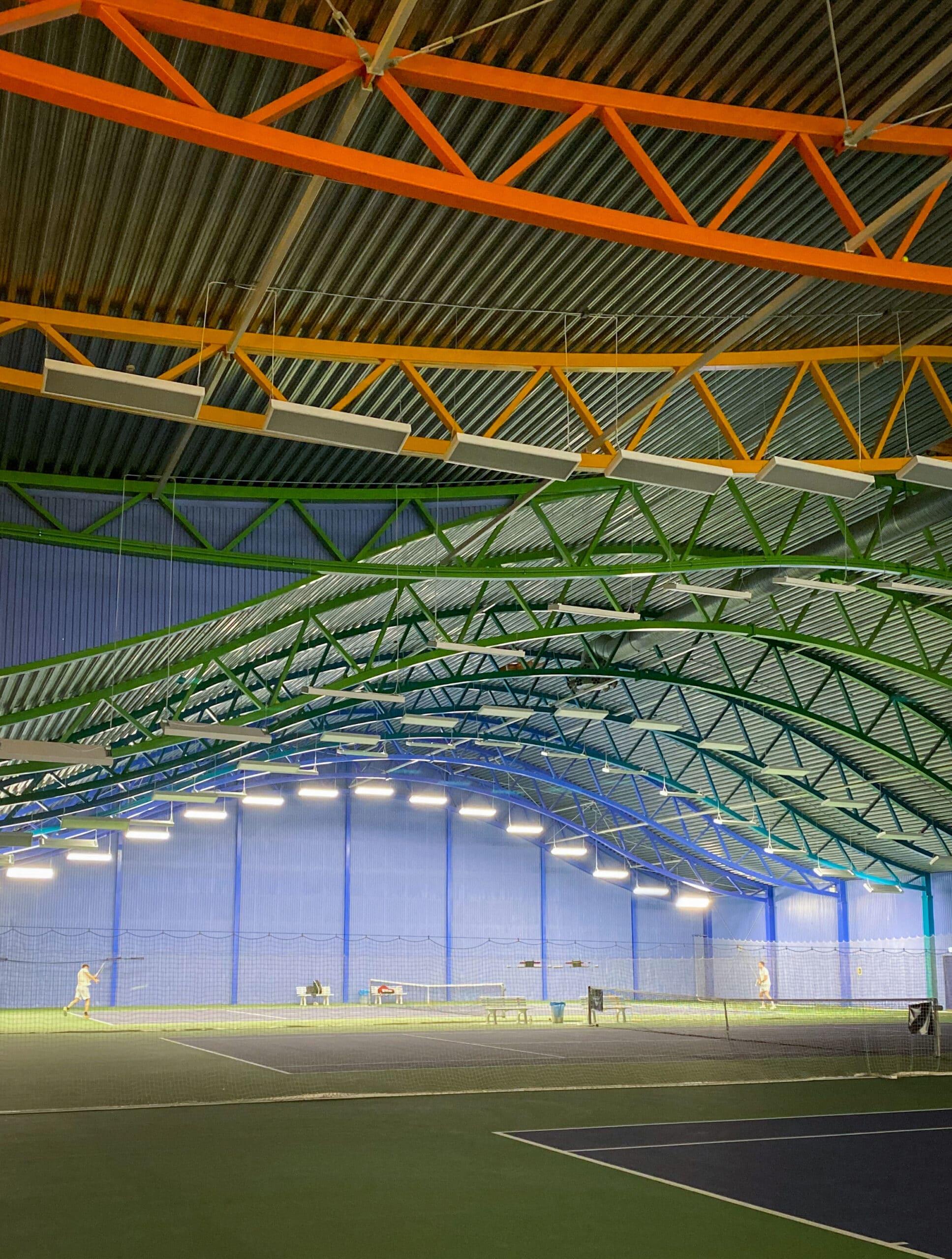 Lys der opfylder lyskravet for tennisbelysning