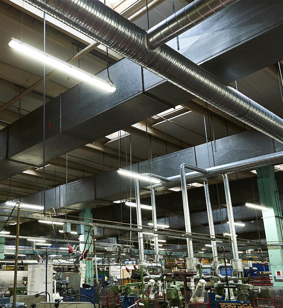 Billede af energibesparende moderne LED belysning til Teknisk skole