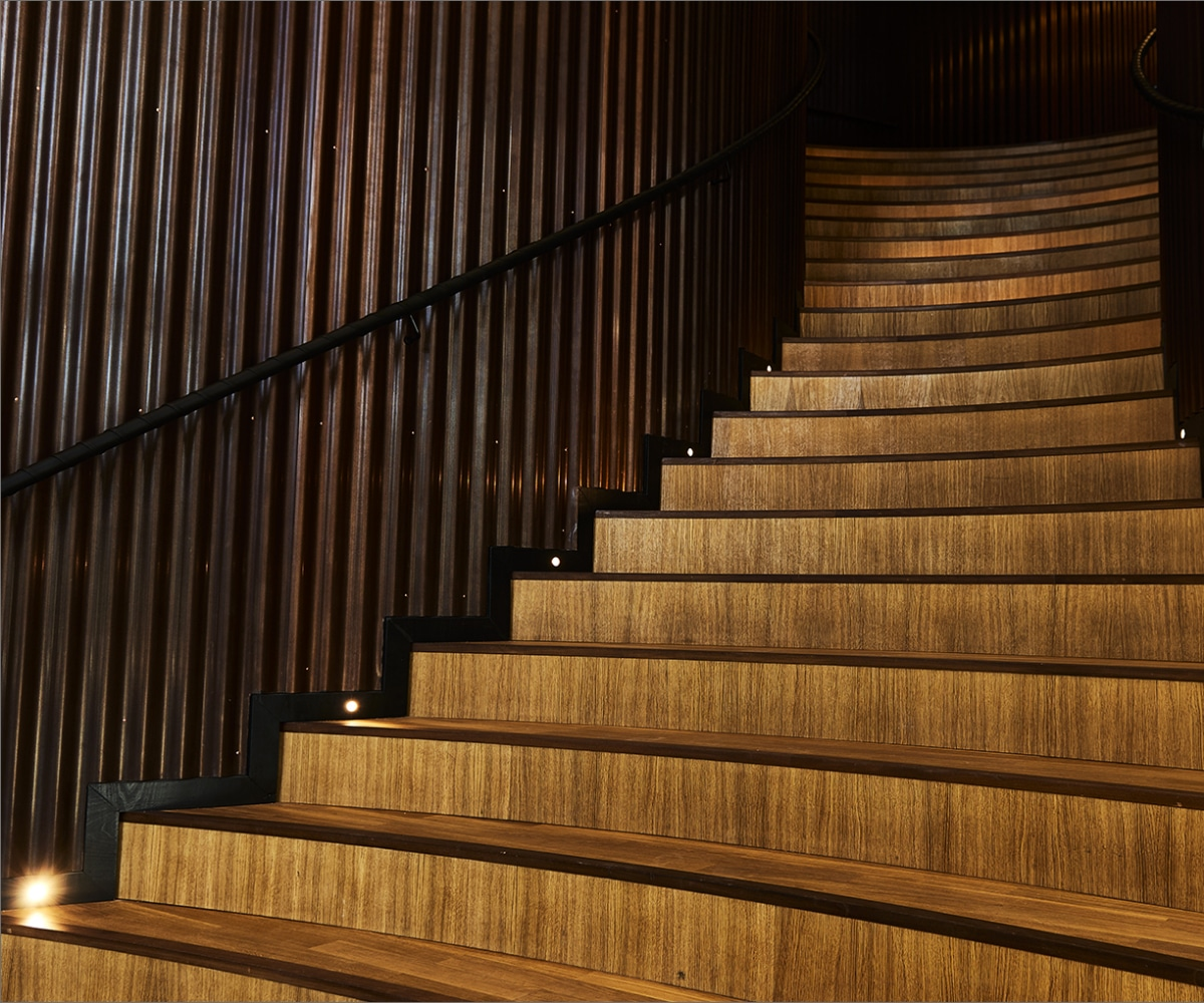 Lightplanner har specialdesignet den integrerede arkitektoniske belysning i trappen i Axel Towers